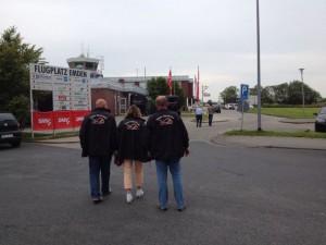 ...sehr vorbildlich mit unseren Jacken :-)